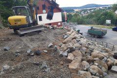 Aufbau der Treppe und Stützmauer